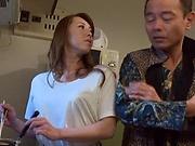 Lush Asian sedctress Yumi Kazama gives great head