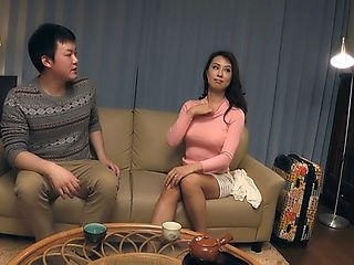Mature Asian temptress gives satisfying head