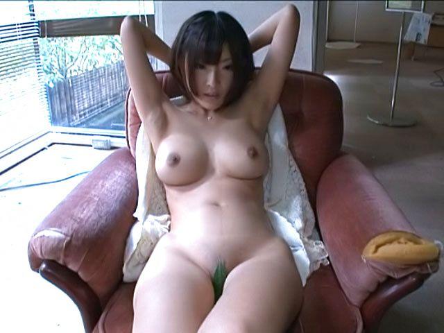 Busty Asian princess Yuzu Ogura stretches pussy for teasing