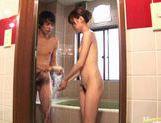 Chinatsu Izawa stroking cock and giving hot blowjob in bathtub