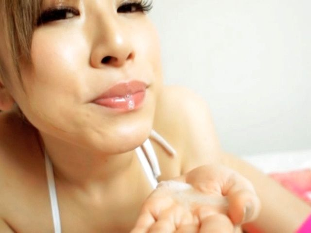 Japanese AV Model masturbation and hot blowjob!
