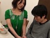 Mature Japanese beauty enjoys hot poking