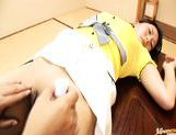 Horny Maya Aikawa gets a nice pussy shaving and some stimulation down there. picture 23