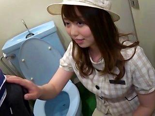 Bitchy Asian cutie Amane Shizuka gives a blow in a toilet