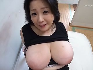 Cock starved milf Komukai Minako wildly sucks a hard pole