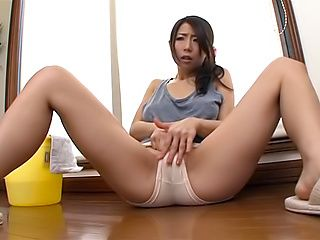 Shinoda Ayumi toys herself with to eruption