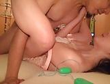Emiri Suzuhara enjoys flaunting her nice ass