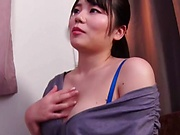 Hot Japanese babe in blue lingerie Nogi Chiharu giving a hot oral job