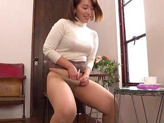 Cock-starved Japanese woman Shinozaki Kanna masturbates in pov