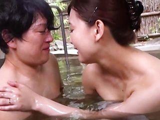 Namiki Touko bathes and enjoys sex in erotic manners